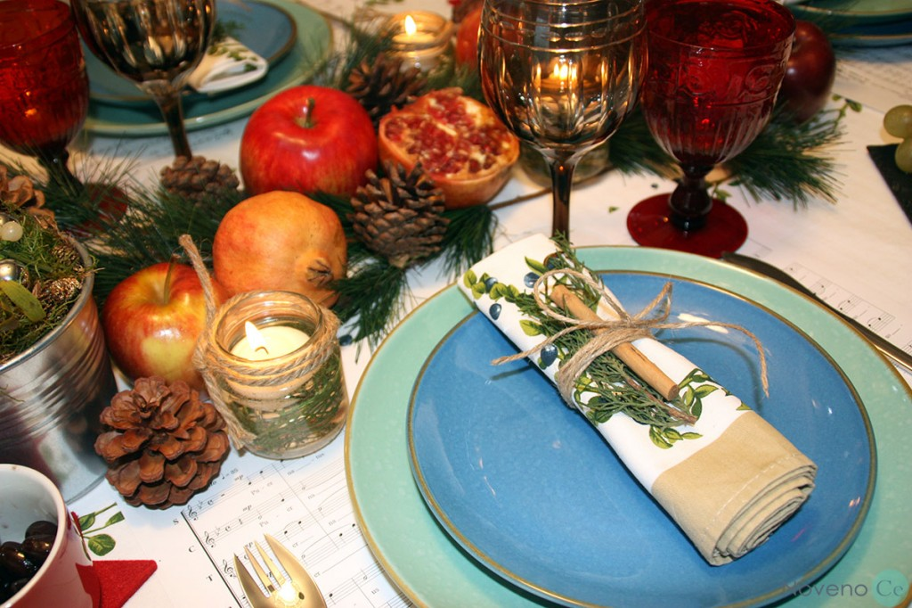 mesa navideña con elementos vegetales
