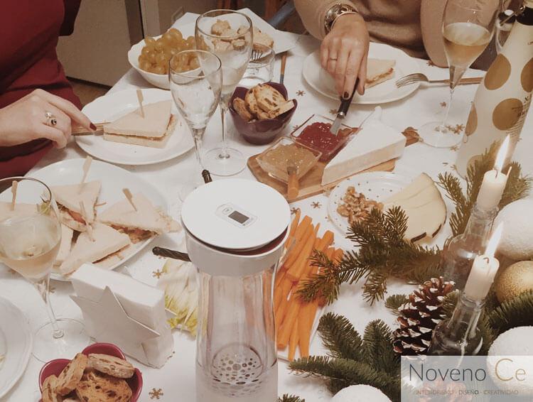 mesa de Navidad en blanco y dorado